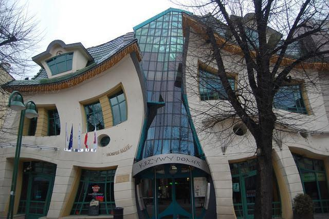 2 33 worlds top strangest buildings crookedhouse