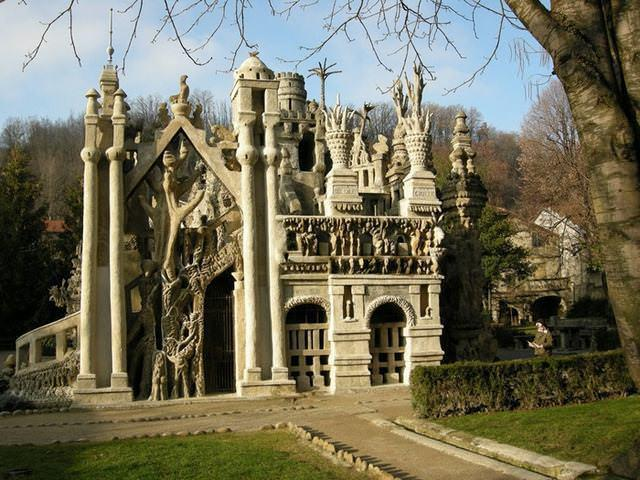 23 33 worlds top strangest buildings ideal palace