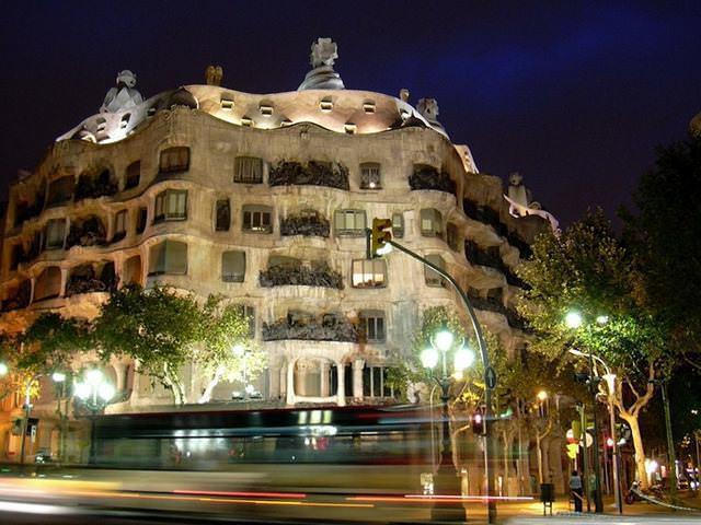 6 33 worlds top strangest buildings la pedrera