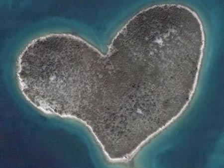 A96849 a522 14 heart shaped island