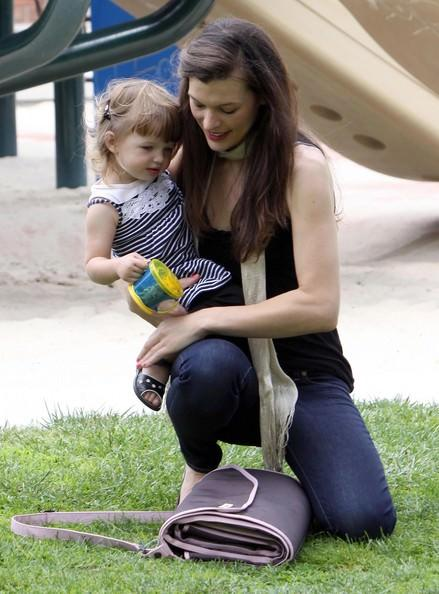 Celebsandbubs Milla Jovovich 99205 Milla And Jovovich And Family And Park And Father And Day And Wtbkdzk7oyml