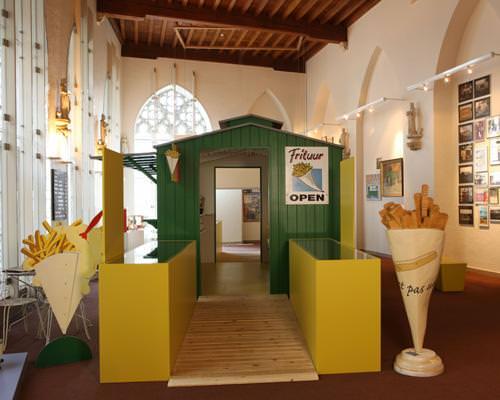 Frietmuseum. Στην μαγευτική μεσαιωνική πόλη Μπριζ, σε ένα εκπληκτικό κτίριο του 14ου αιώνα, θα βρείτε το μουσείο τηγανητής πατάτας, το ίδρυμα που αποτιμά φόρο τιμής στην μεγάλη μαγειρική συνεισφορά του Βελγίου στον υπόλοιπο κόσμο. Δοκιμάστε τις τηγανητές πατάτες της Μπριζ και θα συμφωνήσετε πάραυτα.