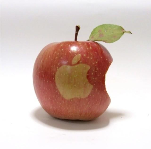 Apples With Apple Logo 01 E1350804679517