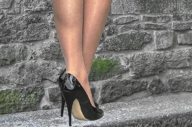 Πρωκτικό σεξ σε τακούνια