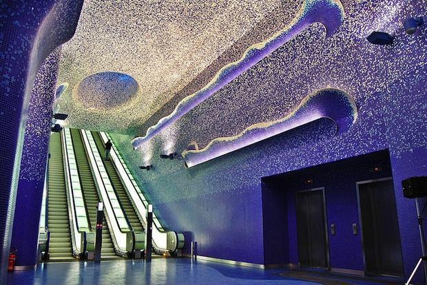 Ο πιο εντυπωσιακός υπόγειος σιδηροδρομικός σταθμός στην Ευρώπη