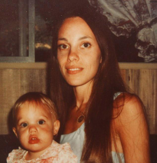 Angelina Jolie And Mother 4