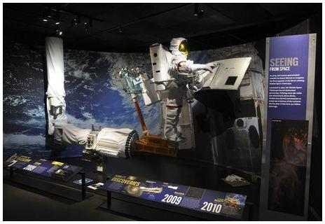 08. Hubble Telescope diorama_RM.3014